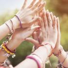 Mains communaute sororite bijoux feminite spiritualite 1080x720
